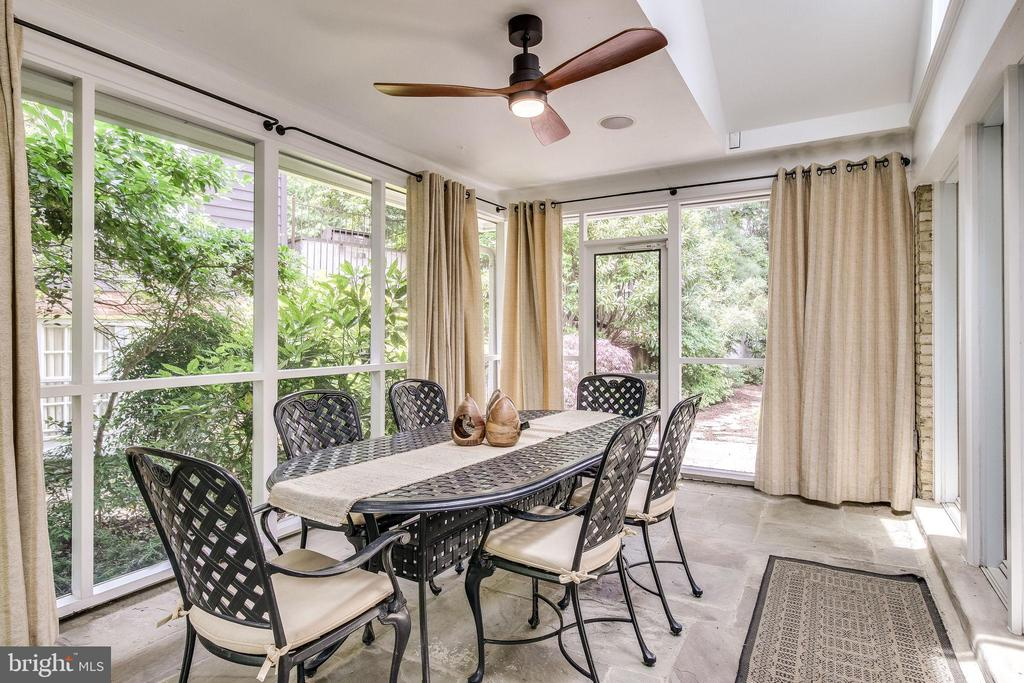 Enjoy Sitting in this Beautiful Screened in Porch - 4501 35TH RD N, ARLINGTON