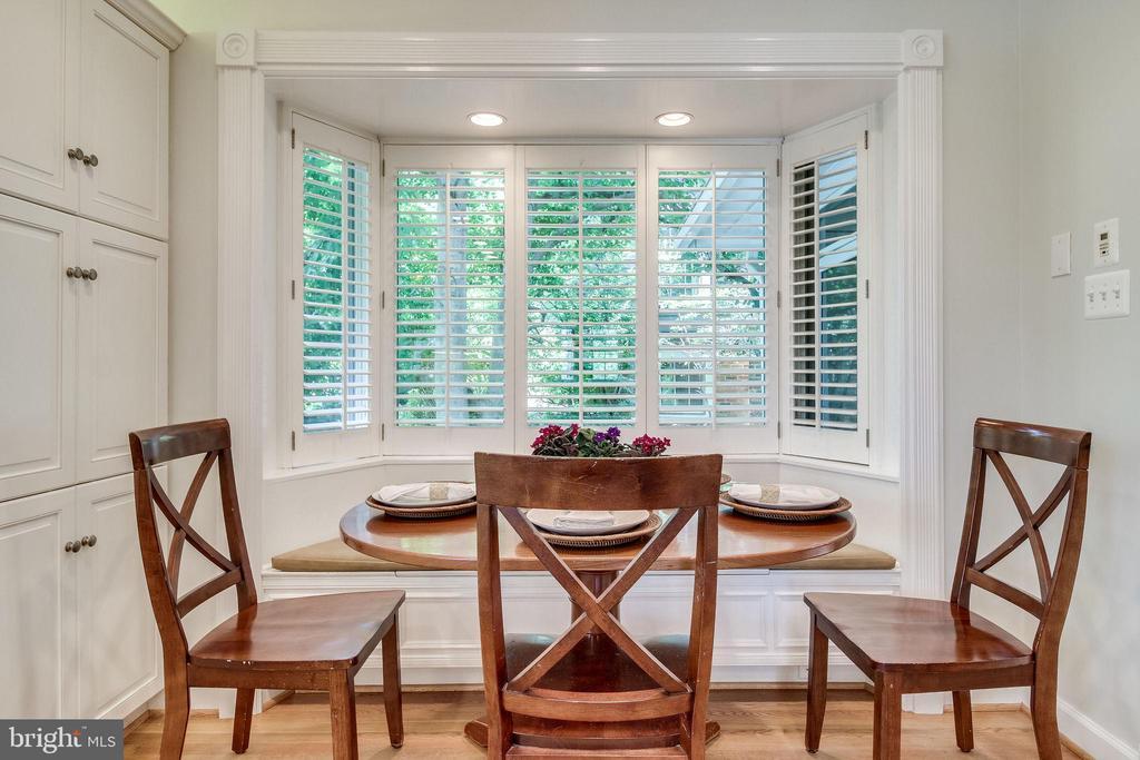 Eat in with Bay Window - 4501 35TH RD N, ARLINGTON