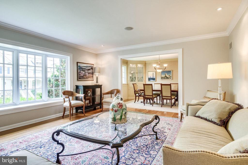 Enjoy the View from the Beautiful Large Bay Window - 4501 35TH RD N, ARLINGTON