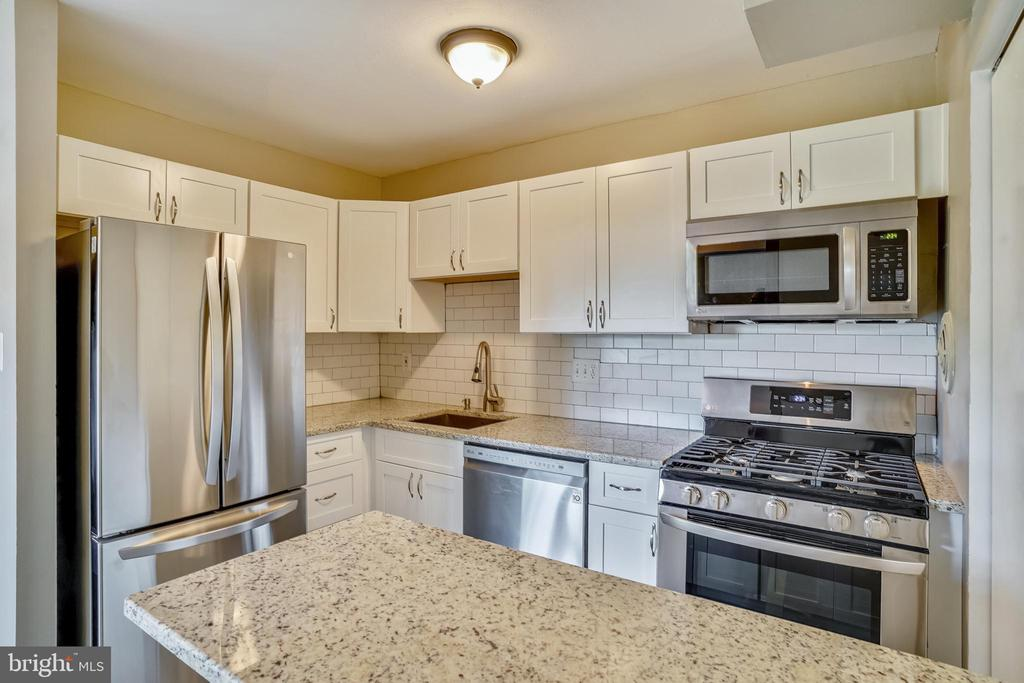 Energy Star Appliances and white granite - 7358 LEE HWY #T1, FALLS CHURCH