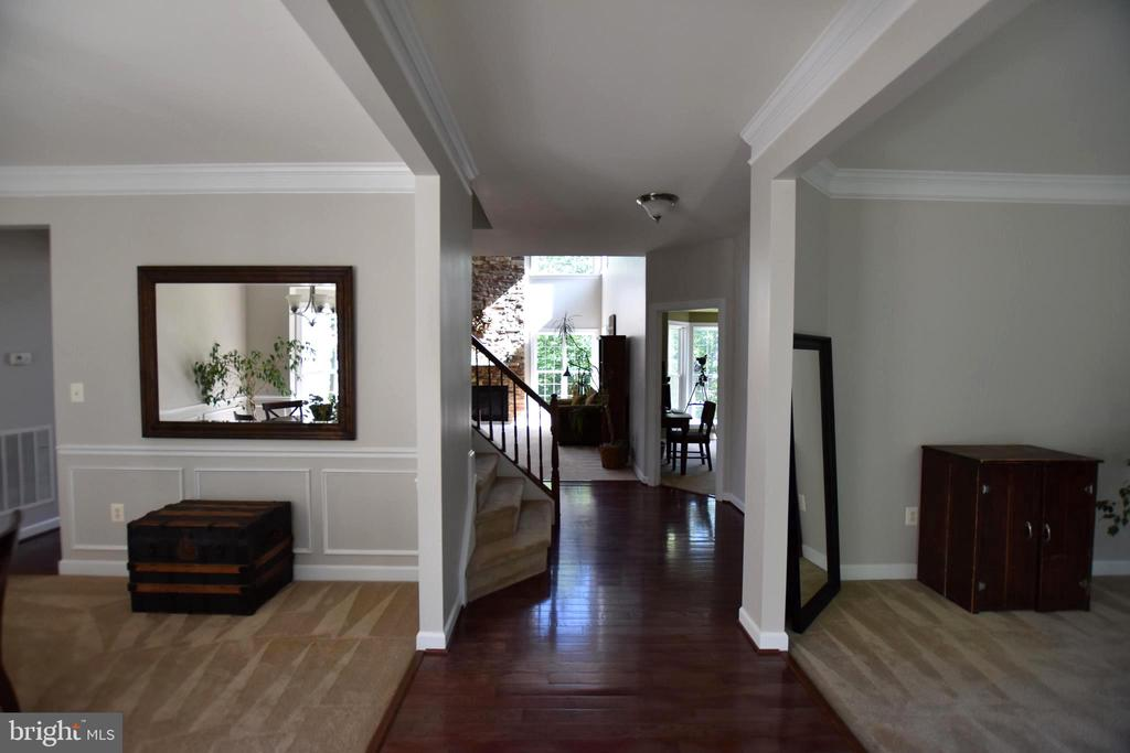 Foyer with a grand entrance - 40 BELLA VISTA CT, STAFFORD