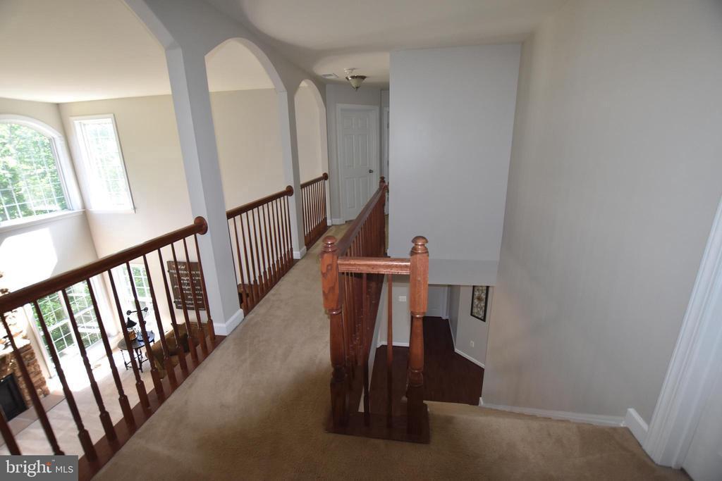 Catwalk hallway - 40 BELLA VISTA CT, STAFFORD
