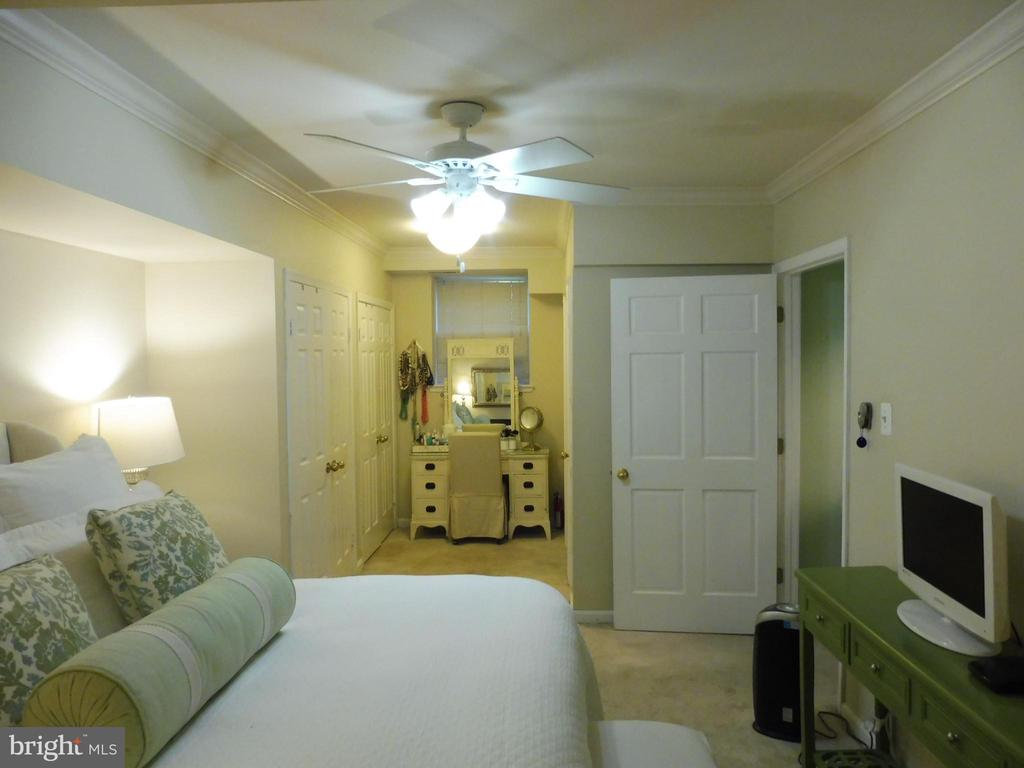 Separate sitting area - 3720 39TH ST NW #A163, WASHINGTON