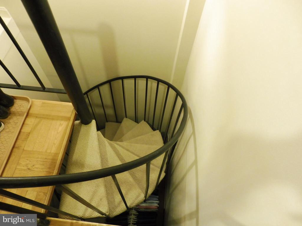 Staircase to lower level - 3720 39TH ST NW #A163, WASHINGTON