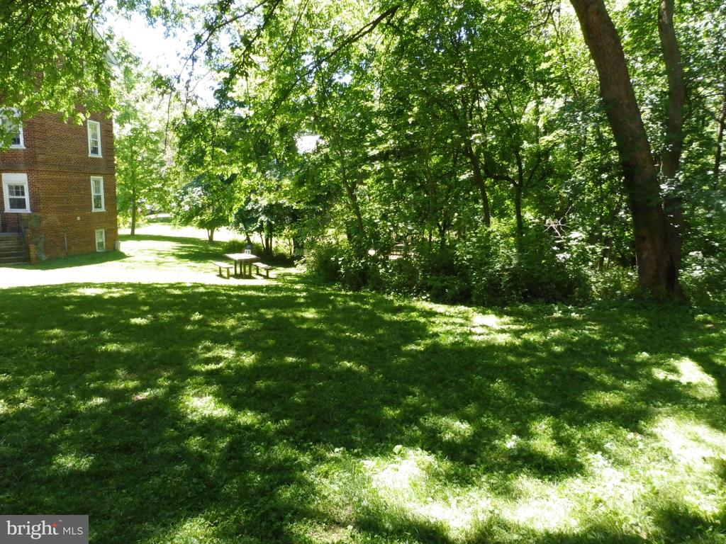 Picnic area near rear entrance - 3720 39TH ST NW #A163, WASHINGTON