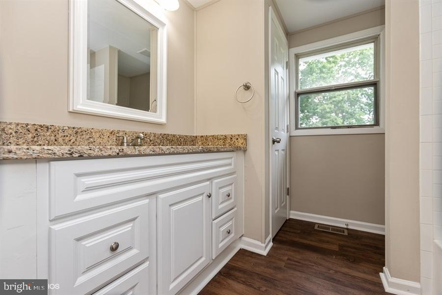 Main level full bath - 2436 OLD NATIONAL PIKE, MIDDLETOWN