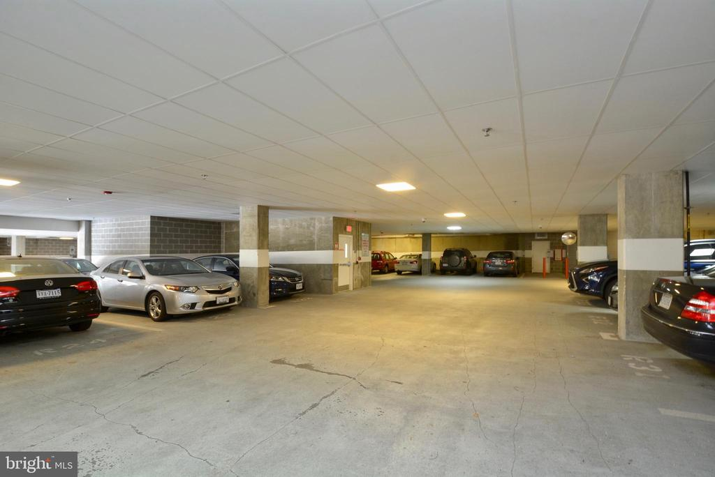 Garage parking - 2101 N MONROE ST #314, ARLINGTON