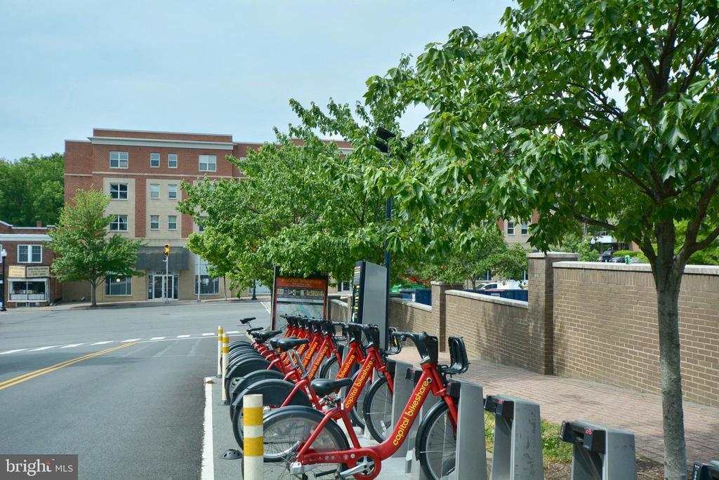 Bike Share across the street - 2101 N MONROE ST #314, ARLINGTON