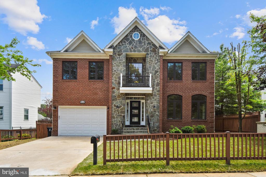 This Recently built has been rennovated - 3114 N PERSHING DR, ARLINGTON