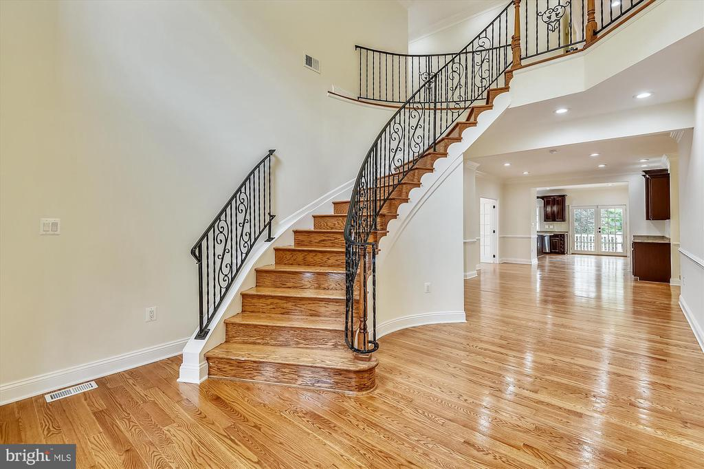 Staircase from foyer - 3114 N PERSHING DR, ARLINGTON
