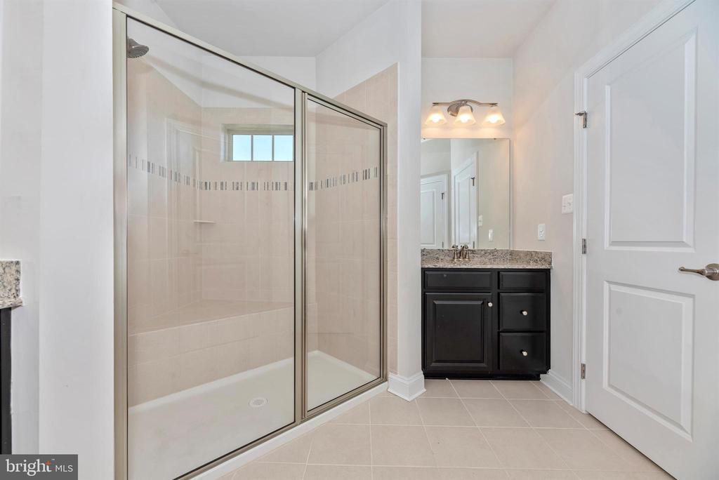 Master Bathroom - 10024 BEERSE ST, IJAMSVILLE