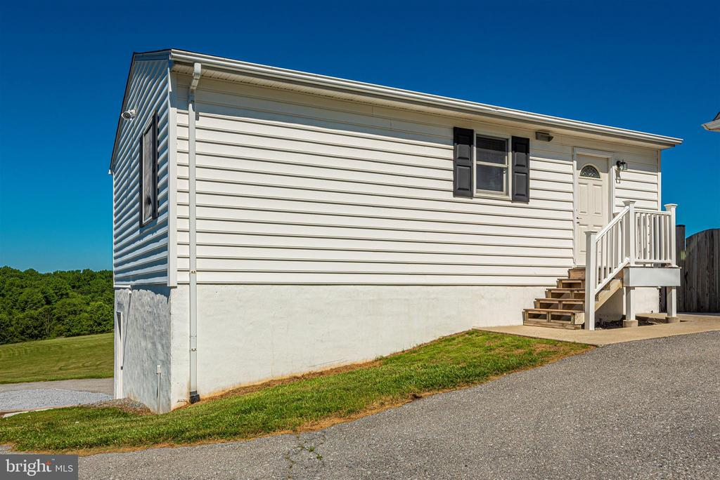 Tenant/In-Law House - 6156 WOODVILLE RD, MOUNT AIRY