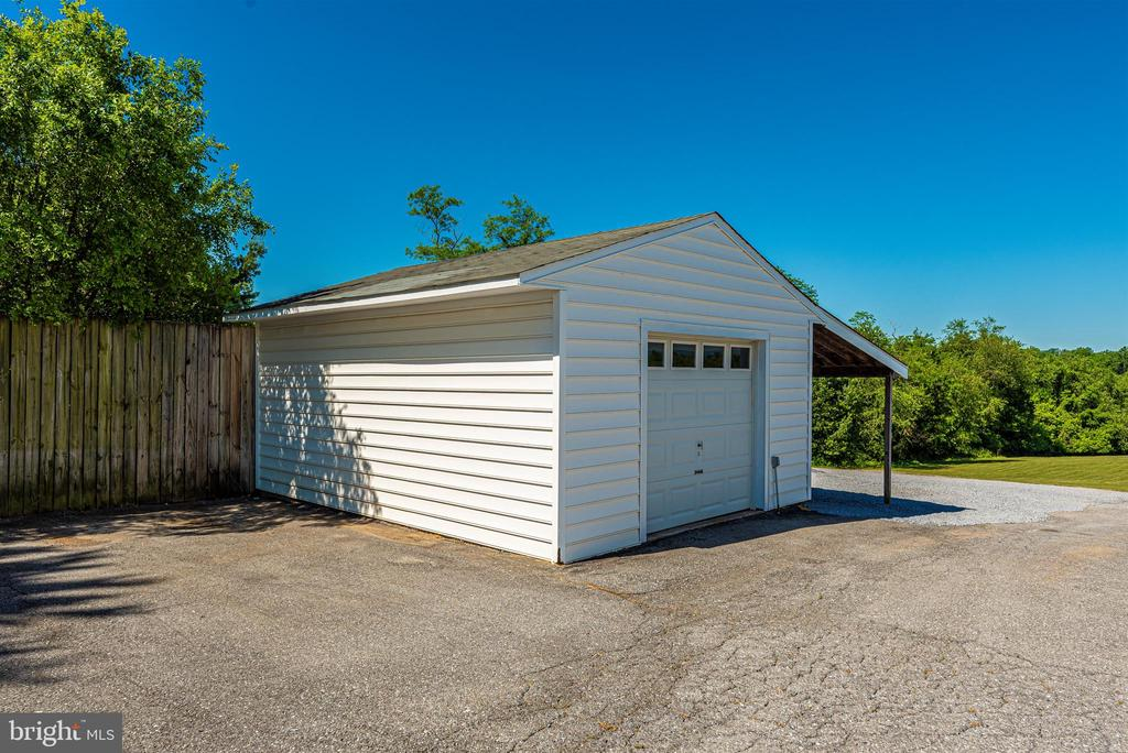 Outbuilding/Garage with Lean-to - 6156 WOODVILLE RD, MOUNT AIRY