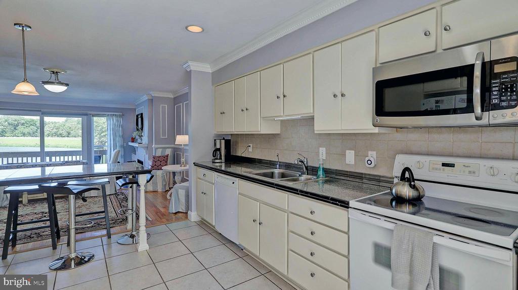 Kitchen to family area - 11210 LAGOON LN, RESTON