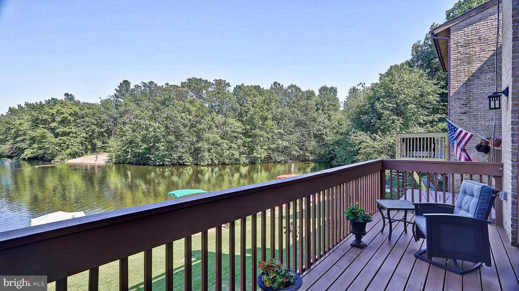 Main level deck with view - 11210 LAGOON LN, RESTON