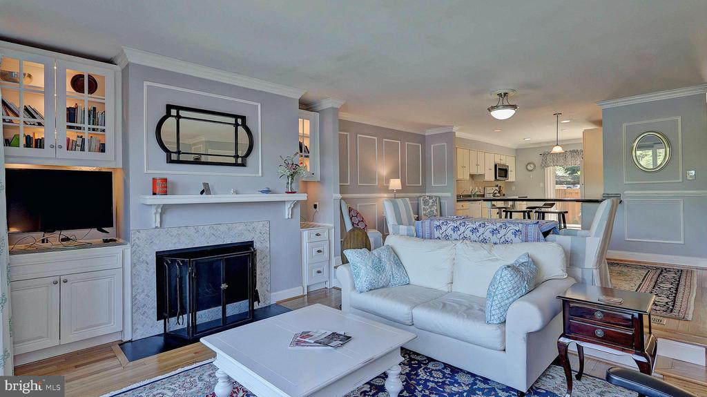Living area with FPL and custom built-ins - 11210 LAGOON LN, RESTON