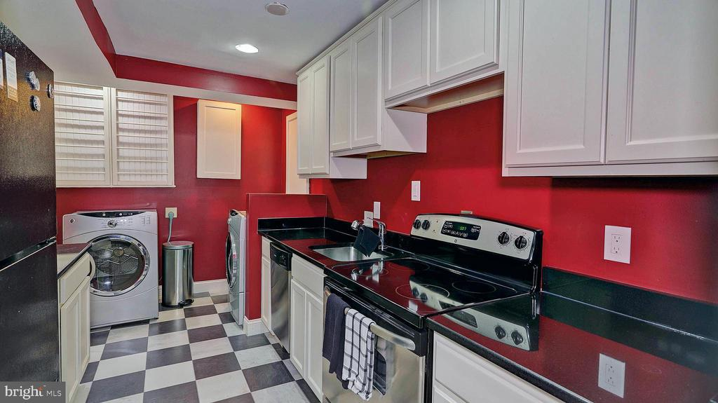 Lower level kitchen and laundry room - 11210 LAGOON LN, RESTON