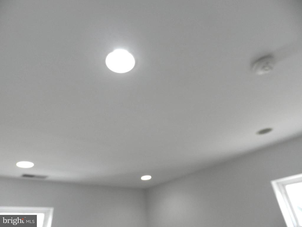 Bedroom lights - 2504 22ND ST NE #6, WASHINGTON