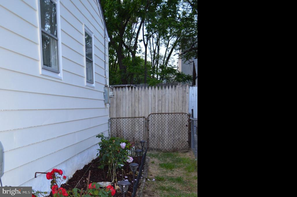 Fenced yard - 516 LINCOLN ST, ROCKVILLE