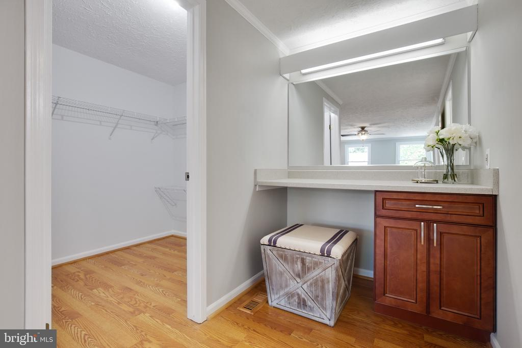 Master Suite Walk-in Closet and Vanity - 15153 HOLLEYSIDE DR, DUMFRIES