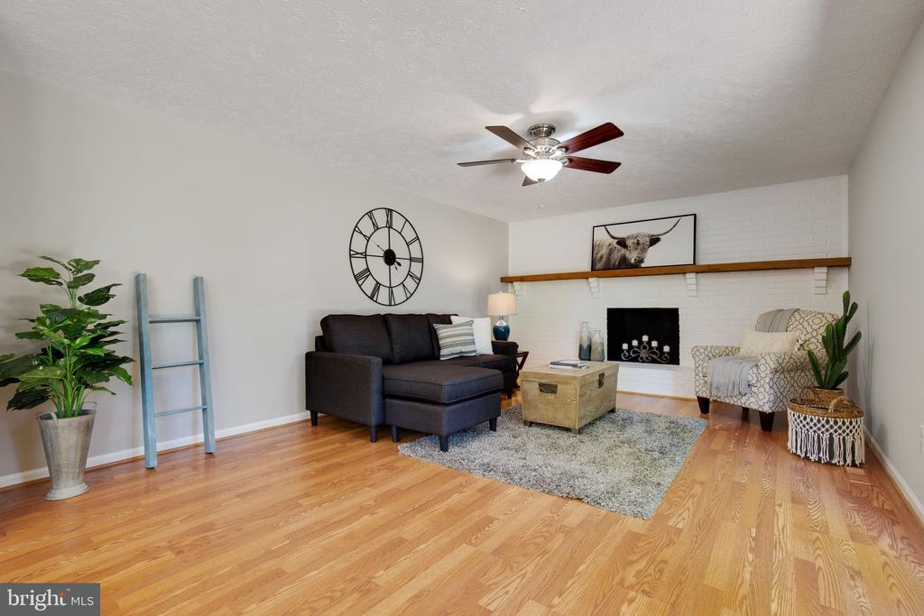 Family Room with Woodburning Fireplace - 15153 HOLLEYSIDE DR, DUMFRIES