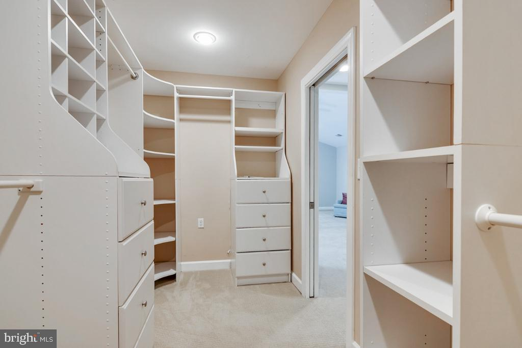Incredible walk-in closet - 14422 WILLIAM CARR LN, CENTREVILLE