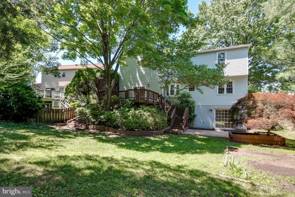 Wonderful private backyard - 14422 WILLIAM CARR LN, CENTREVILLE