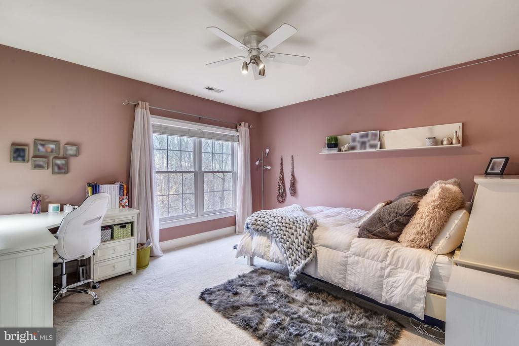 Bedroom 2 w Jack & Jill Bath - 11329 STONEHOUSE PL, POTOMAC FALLS