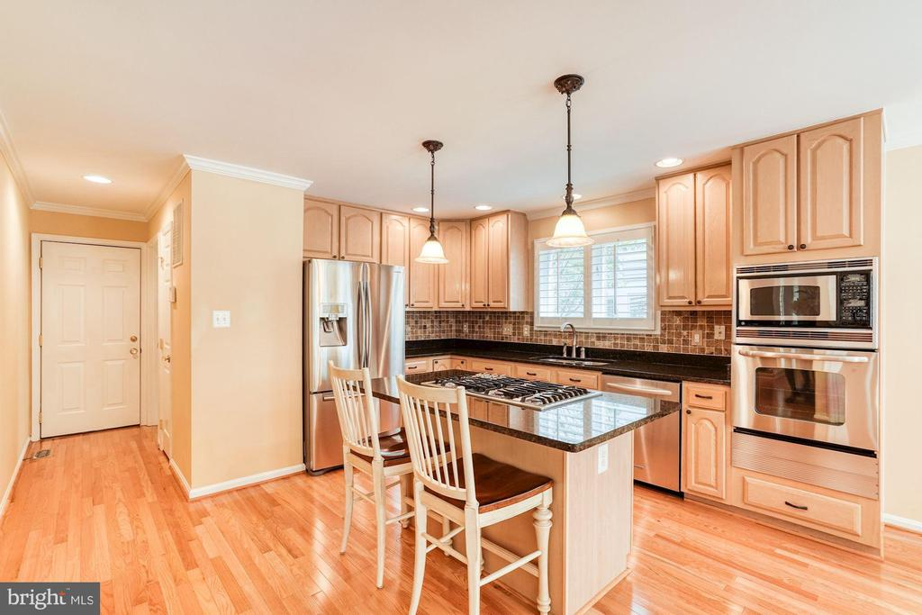 Kitchen, Granite counters, Stainless Appliances - 1308 PAVILION CLUB WAY, RESTON