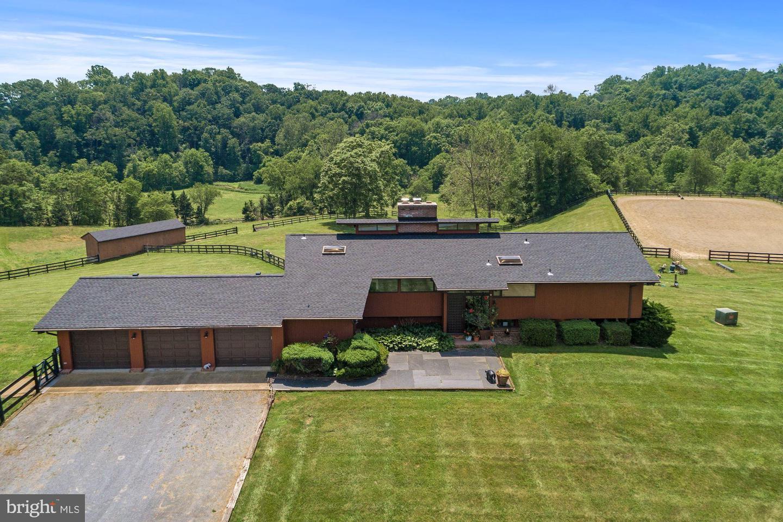 Single Family Homes 为 销售 在 Delaplane, 弗吉尼亚州 20144 美国