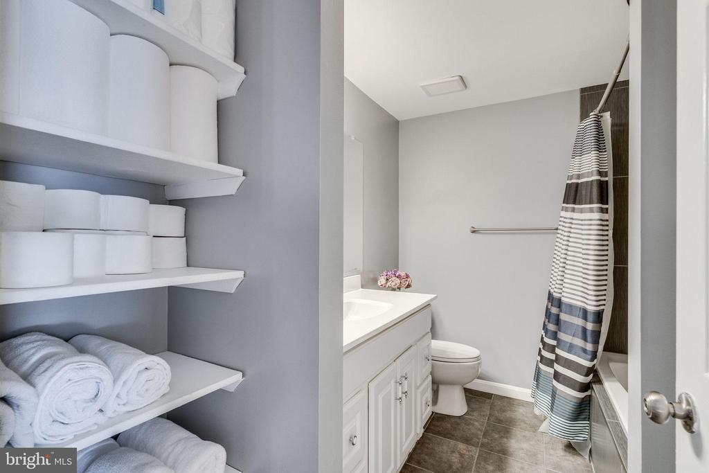 Second Full Bath / Toilet papers don't convy - 8364 ROCKY FORGE CT, SPRINGFIELD