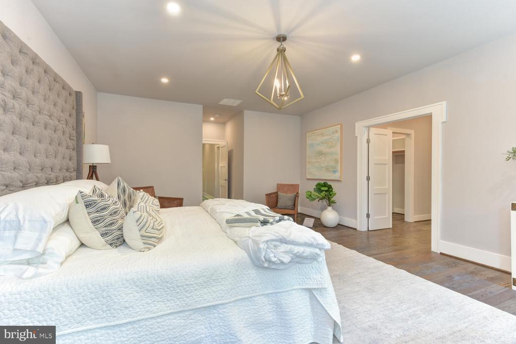 Master Bedroom - 2538 N GREENBRIER ST, ARLINGTON