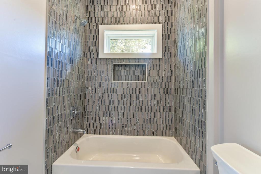 Bathroom - 2538 N GREENBRIER ST, ARLINGTON