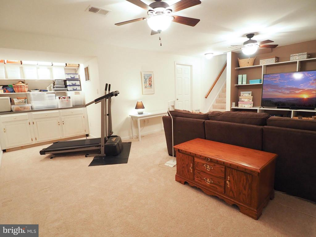 Built-in storage nook and room for exercise! - 6218 GENTLE LN, ALEXANDRIA