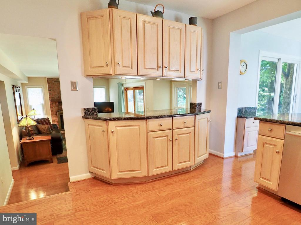 Updated kitchen looks down to spacious family room - 6218 GENTLE LN, ALEXANDRIA
