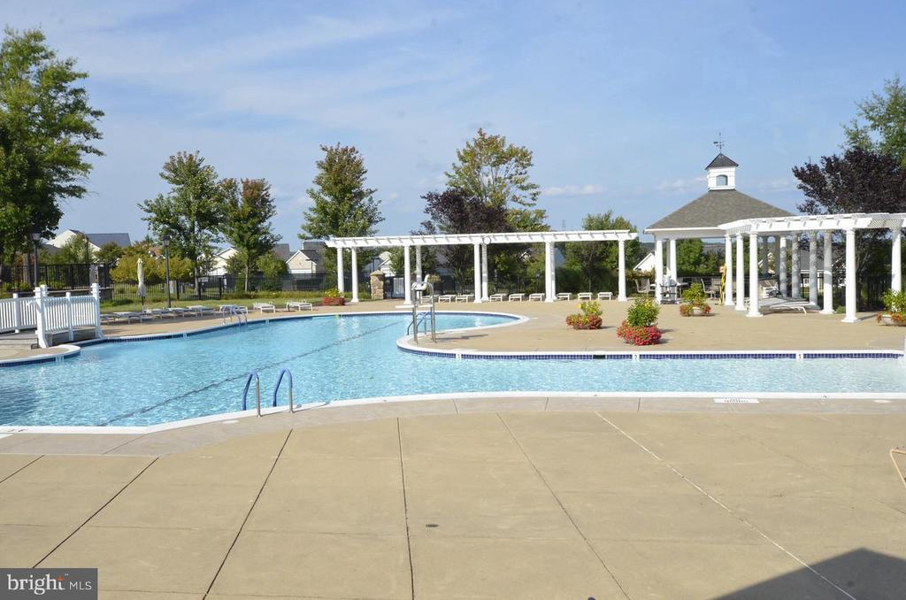 Outdoor Pool - 3854 CHAMPION OAK DR, DUMFRIES