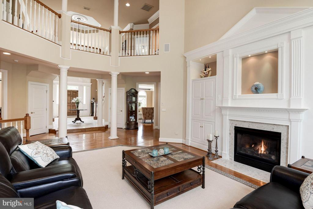 2nd floor gallery, built-ins, gas fireplace... - 11594 CEDAR CHASE RD, HERNDON