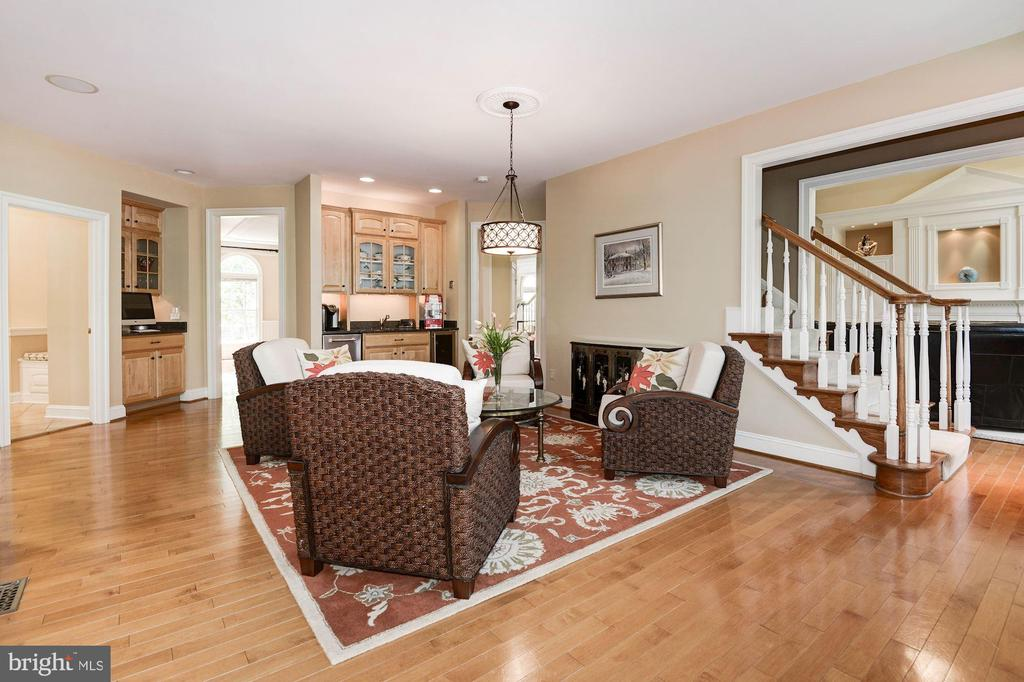 Gathering room at the other end of large kitchen - 11594 CEDAR CHASE RD, HERNDON