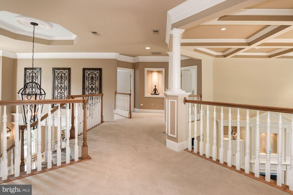 Upstairs hallway with built in niche with lighting - 11594 CEDAR CHASE RD, HERNDON