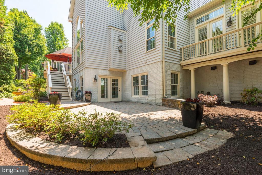 ...walk out lower level w/ lots of natural light! - 11594 CEDAR CHASE RD, HERNDON