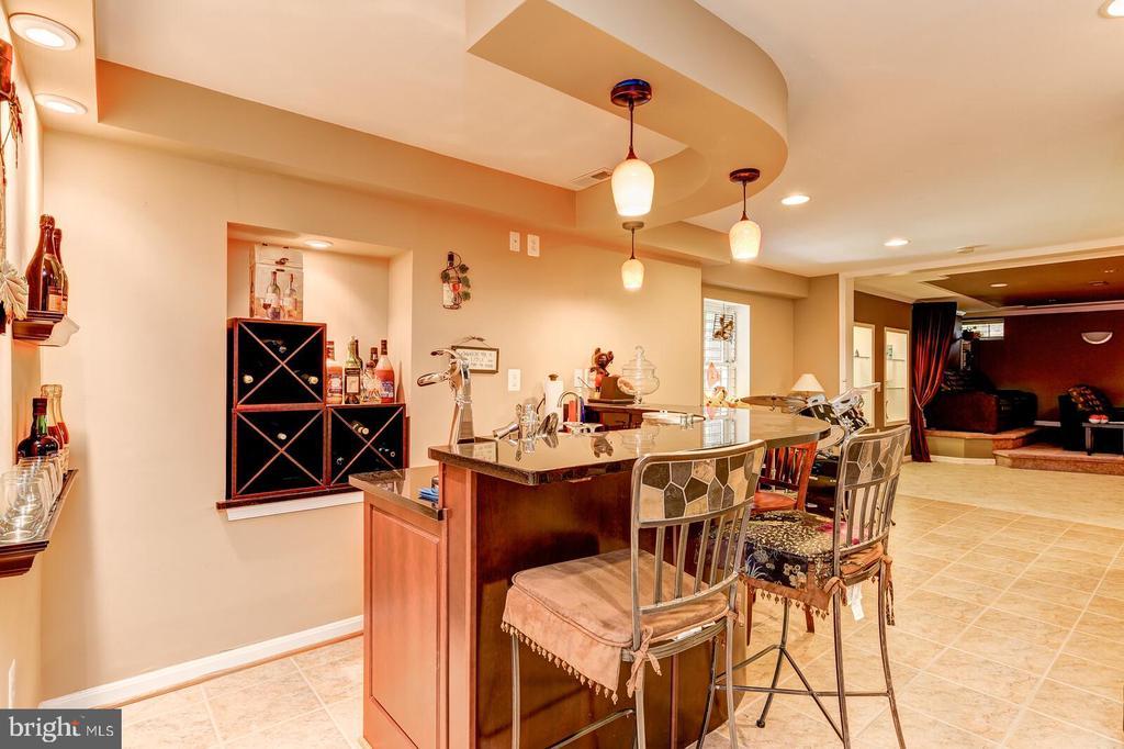Wet Bar with granite counter tops - 13701 MOUNT PROSPECT DR, ROCKVILLE