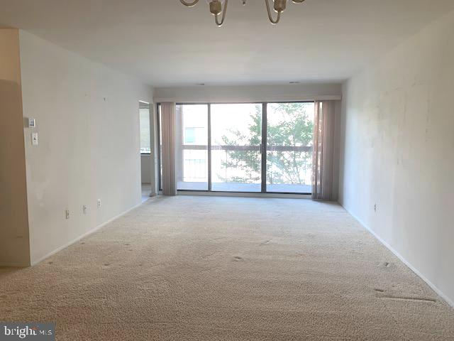 Bright & Spacious Living Room - 3031 BORGE ST #205, OAKTON