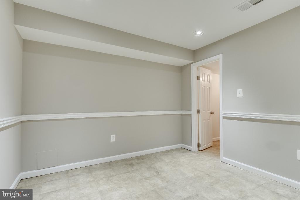 Office, Gym, or spare guest room in basement - 9304 SHARI DR, FAIRFAX