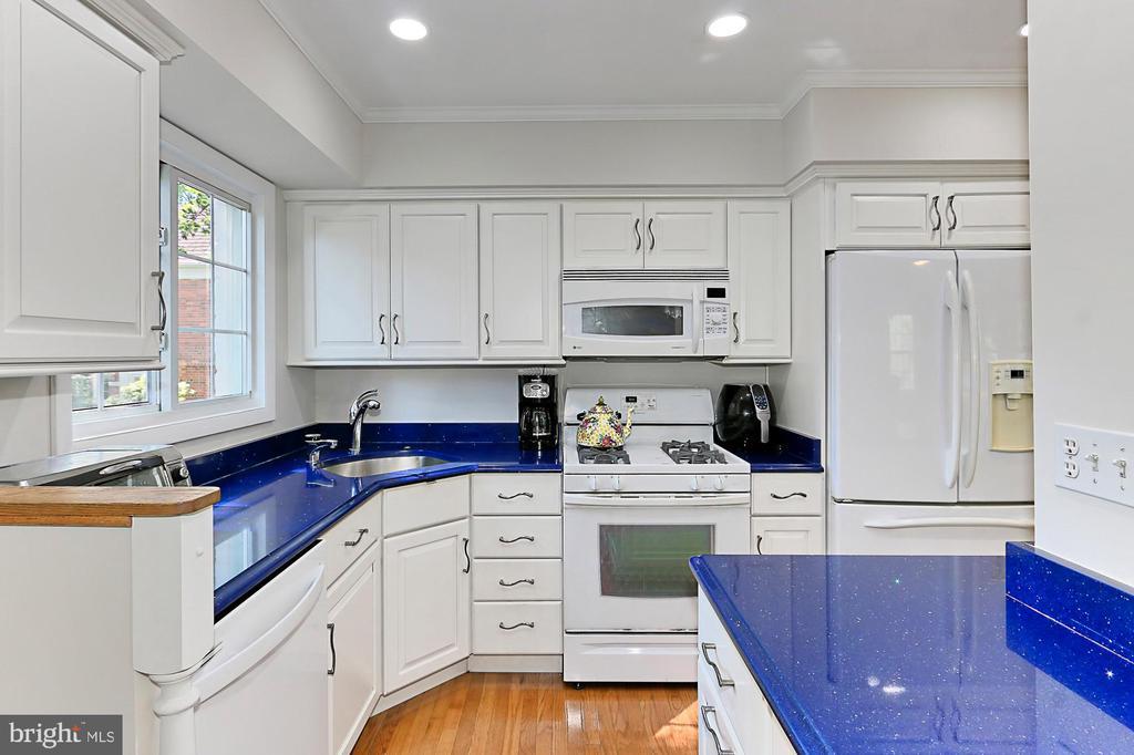 A completely renovated kitchen! - 3384 GUNSTON RD, ALEXANDRIA