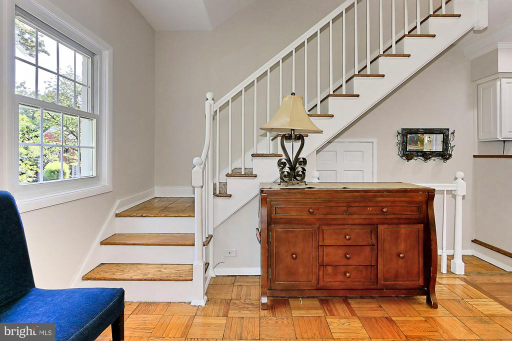 Warm parquet flooring throughout > stairs to UL. - 3384 GUNSTON RD, ALEXANDRIA
