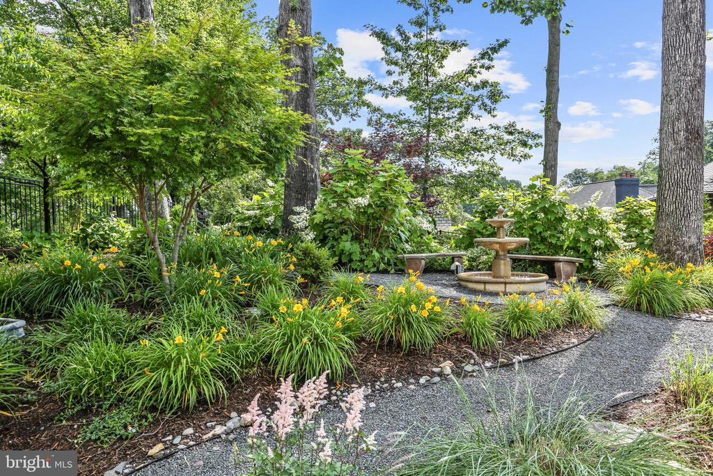 Upper Garden with Water Feature - 4629 35TH ST N, ARLINGTON