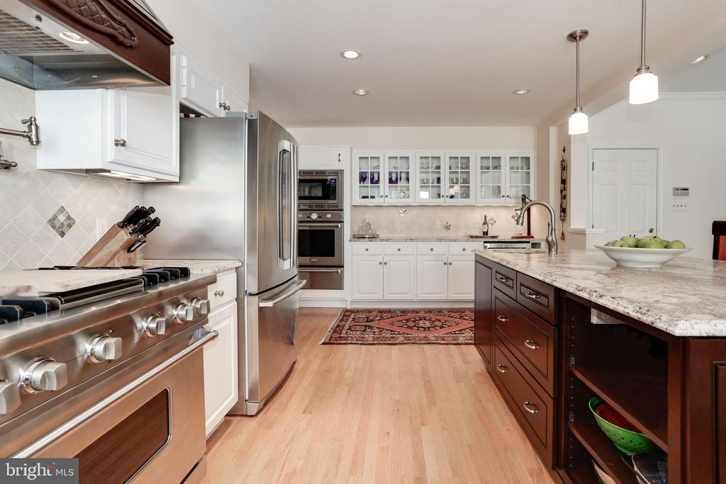 Kitchen with Great Work Space - 4629 35TH ST N, ARLINGTON