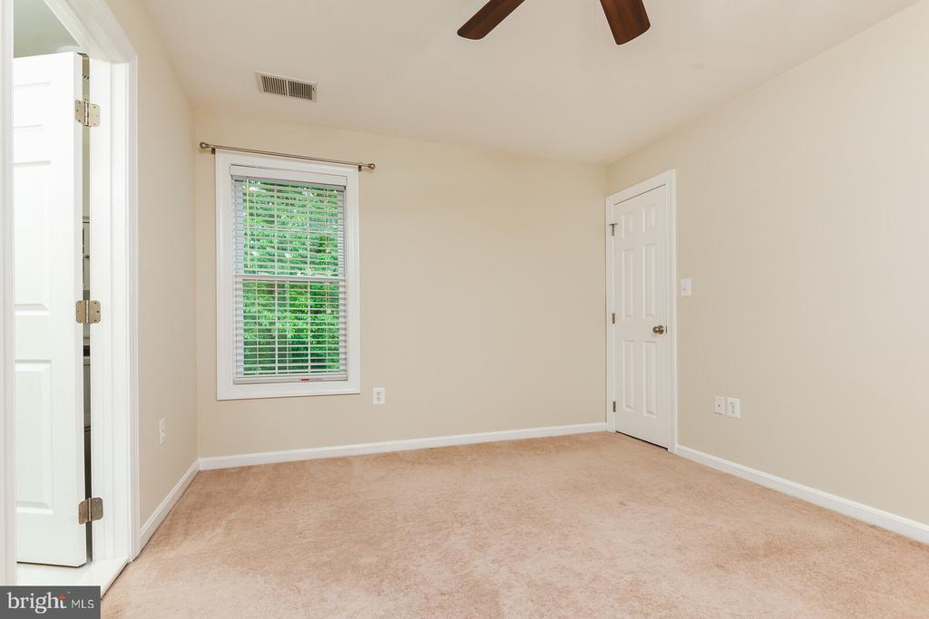 Bedroom #2 - Upper Level - 1515 JUDD CT, HERNDON