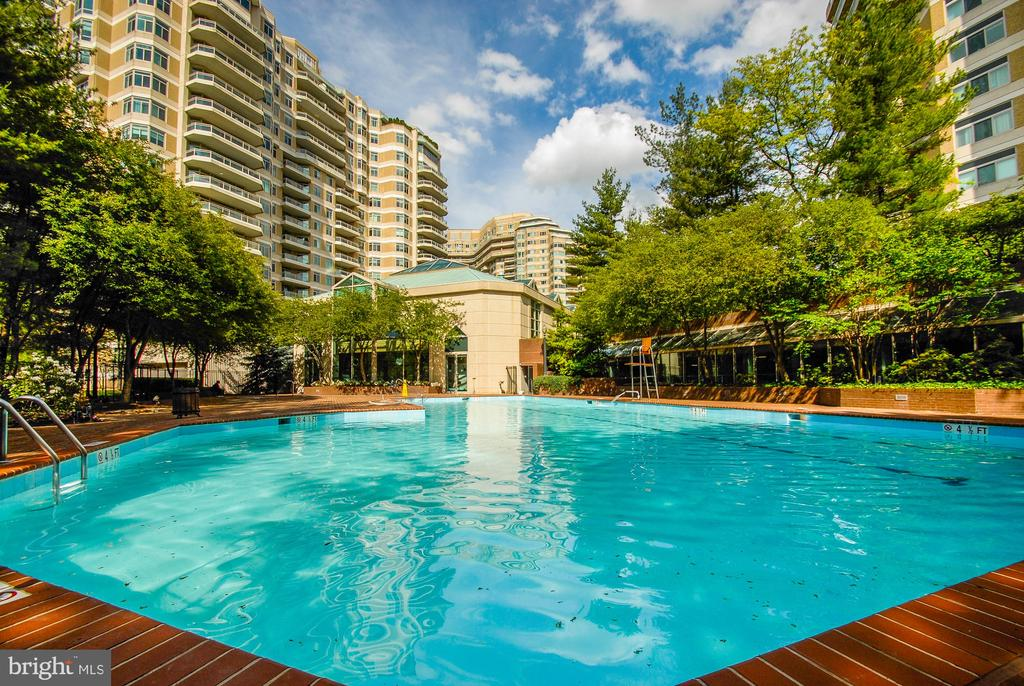Outdoor Pool - 5610 WISCONSIN AVE #304, CHEVY CHASE