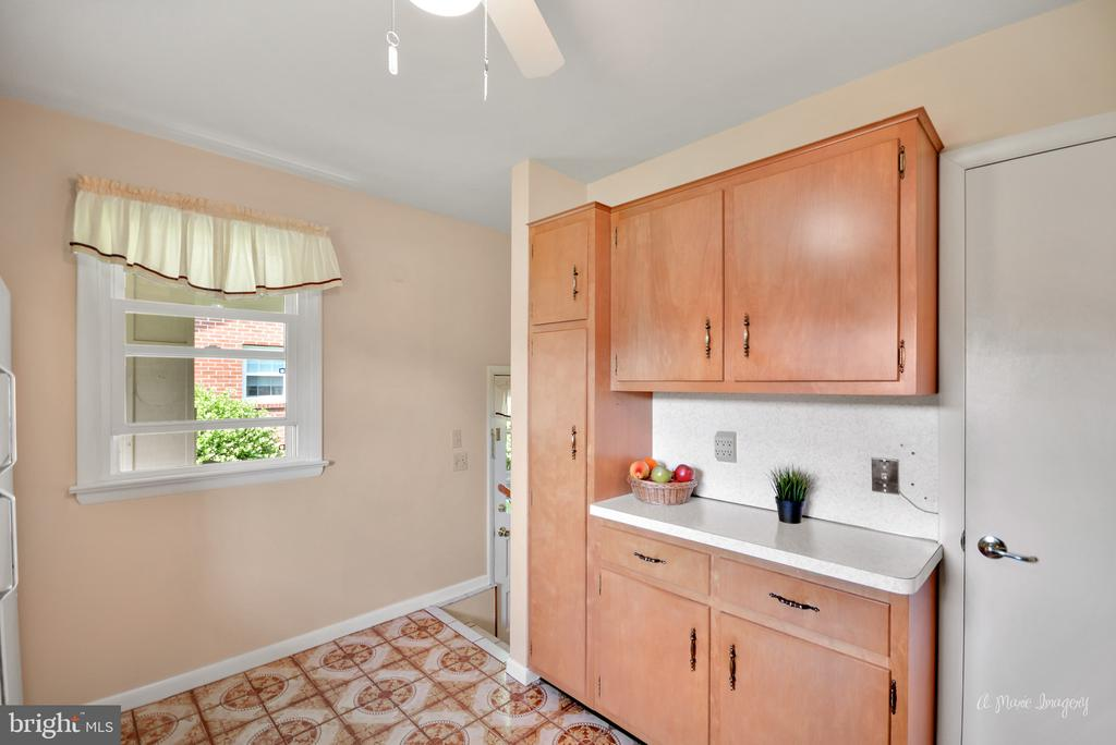 Kitchen With panty - 404 CULLER AVE, FREDERICK